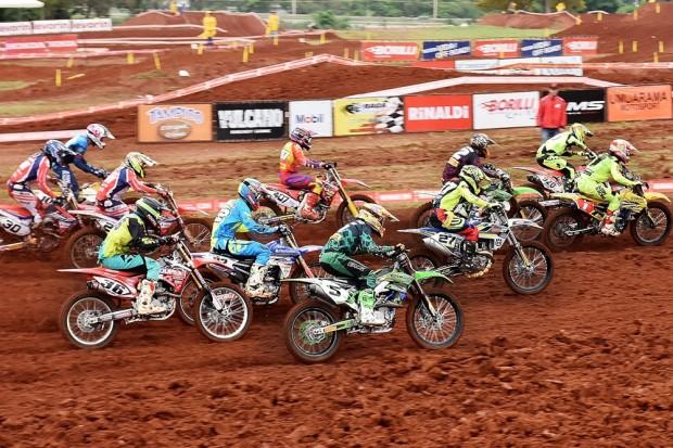 Pilotos deram o sangue na quinta e penúltima etapa do Motocross Pró. Final será no dia 04, no Paraná