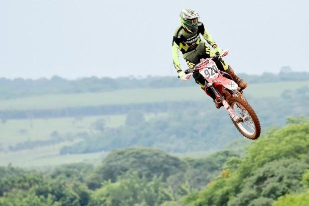 Jetro Salazar dominou as duas provas e voou para a liderança do campeonato