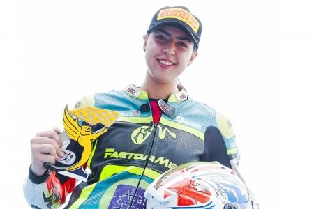 Conheça a piloto Samara Andrade, destaque no SuperBike Brasil