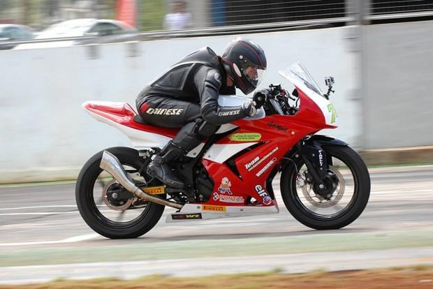 A primeira participação em uma corrida veio acompanhada de um pódio. Samara iniciou na Copa Kawasaki Ninja 250R