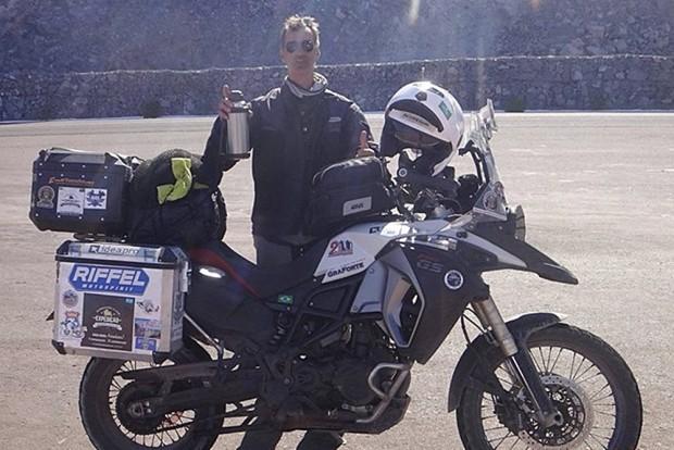 Aventura do motociclista Mauro Coutinho Damasceno em sua viagem de moto pelo continente iniciou há um ano