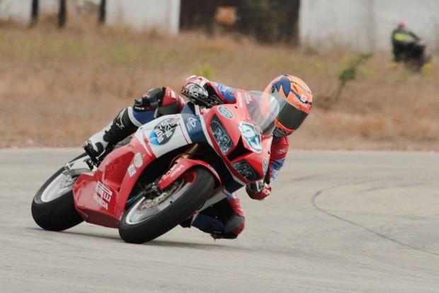 Com sua CBR 600RR José Duarte faturou o título do Nordestino de Motovelocidade, com tempos melhores até que os de motos 1000cc