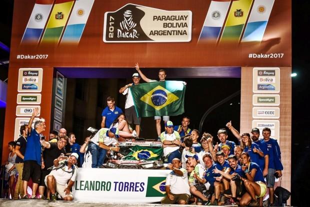 A dupla brasileira celebra feito inédito e histórico (Foto: José Mario Dias)