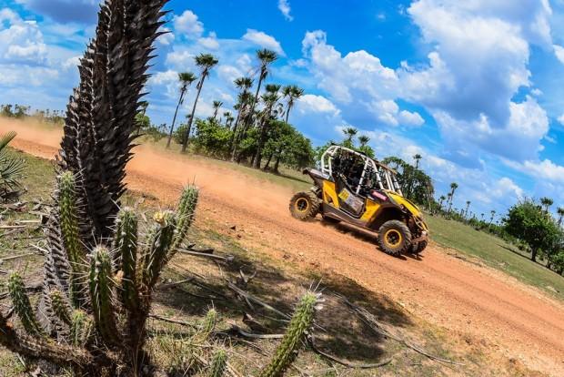 Os UTVs contam com a participação especial de Lourival Roldan, que escreveu seu nome na história do Dakar ao ser campeão ao lado do também brasileiro Leandro Torres