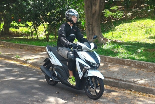 Pra andar de moto é preciso estar equipado, independente do tempo ou temperatura