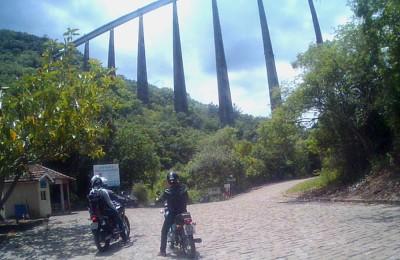 viaduto 13 viagem de moto