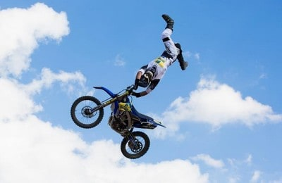 duelo de motos motocross freestyle