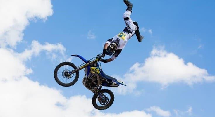 duelo de motos motocross freestyle