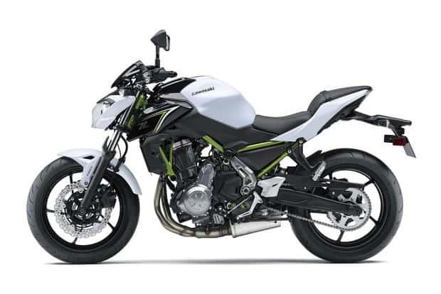 Motor, chassi e suspensão são praticamente os mesmos da Ninja 650. Mas tem novidades, também