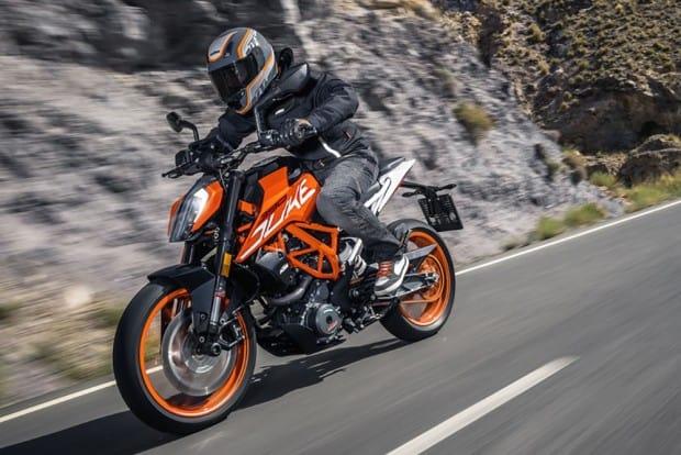 A nova versão da KTM 390 Duke também deve ser apresentada ao Brasil em novembro. Moto tem uma série de mudanças em relação ao modelo vendido aqui, lançado em 2015