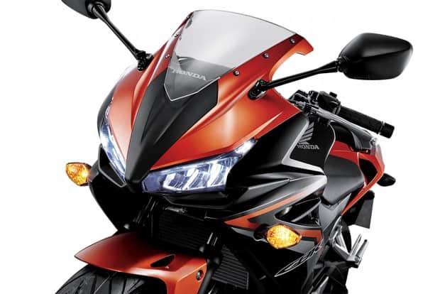 Com bônus de fábrica, a CBR 500R baixou de R$ 29.000,00 para R$ 23.990,00; enquanto a crossover CB 500X está sendo vendida por R$ 24.990,00, e não mais R$ 29.990,00