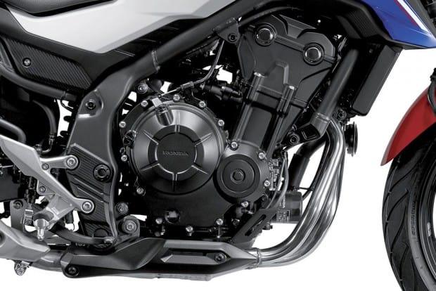 Motor gera 50,4 cv de potência máxima e 4,55 kgf.m de torque. Números desapontam os saudosistas fãs da antiga CB 500, produzida pela Honda do Brasil entre 1997 e 2005, que gerava 54 cv e torque de 4,5 kgf.m
