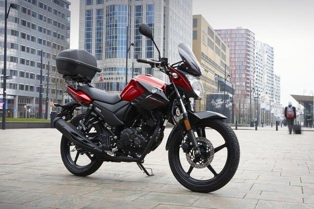 Como se 'uma Fazer 150 europeia' não bastasse, a moto ainda tem bauleto como acessório original. Só falta falar português e ouvir samba