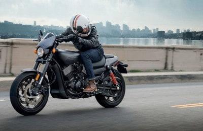 Moto conta com belas linhas, como a traseira no estilo V-Rod, mas visual foge do 'padrão' da marca