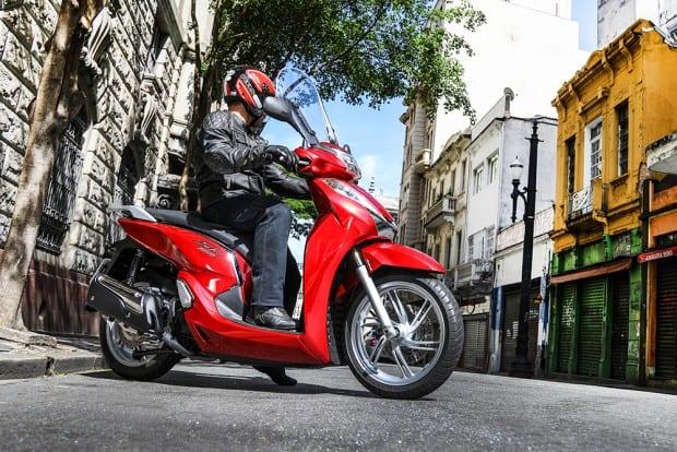 O conjunto equilibrado e as dimensões compactas fazem do SH300i uma ótima opção para o trânsito urbano, com agilidade de uma moto menor e motor de sobra