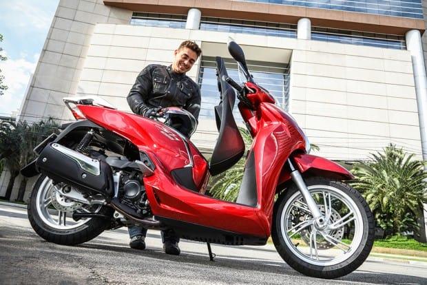 SH300i agora disponível na nova cor Vermelho Perolizado e por R$ 20.990,00