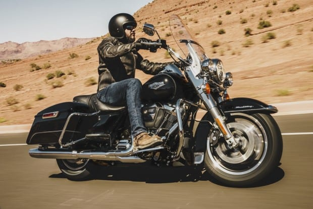 E esta é a Road King Classic, também uma touring Harley-Davidson