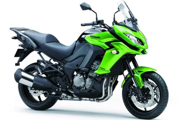 Capacidade de 21 litros no tanque de combustível, 120 cv e uma vocação para lhe fazer feliz em viagens. Esta é a Kawasaki Versys 1000