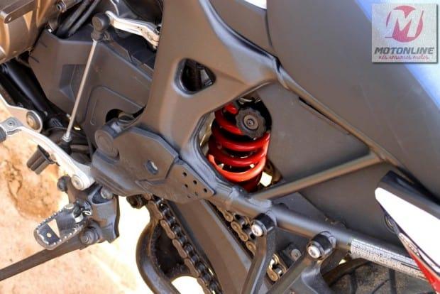 Suspensão traseira com link trás ajuste de compressão (alta e baixa velocidade), retorno e pré carga da mola