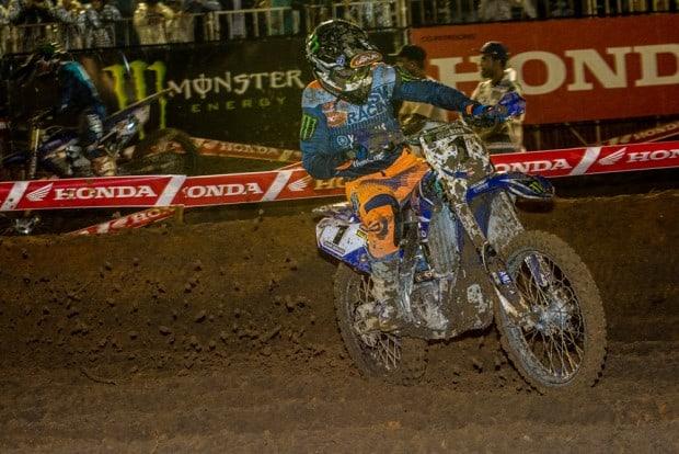Pista encharcada deixou suas marcas nas motos, incluindo na de Jean Ramos. Atual campeão do Arena Cross, piloto estreou com vitória