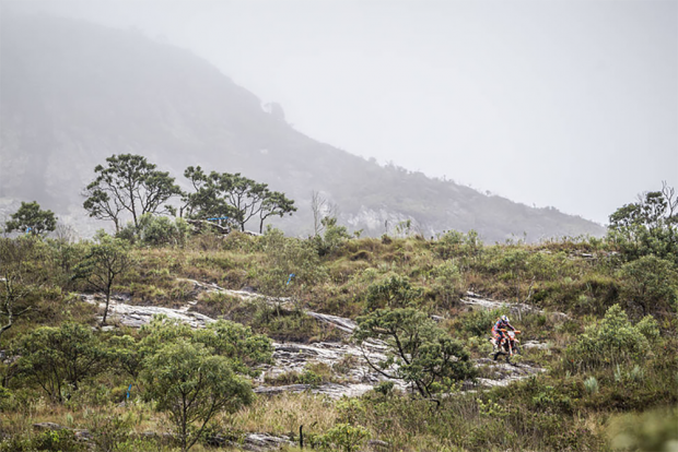 Pilotos de vários países desbravaram 240 quilômetros pelas trilhas mais extremas das regiões de Ouro Preto e Barão de Cocais no Red Bull Minas Riders 2017