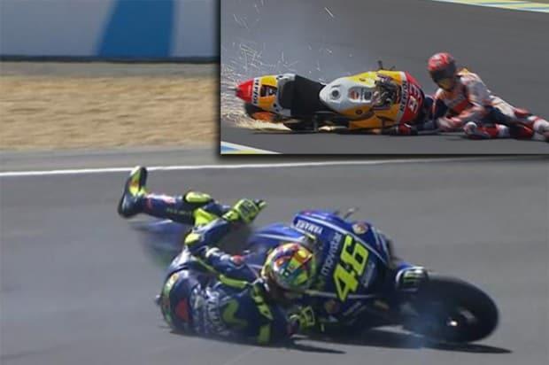 Campeões no chão. Márquez caiu ao entrar rápido demais em uma curva e Rossi foi vítima de sua ambição. Apesar de imprimir um ritmo incrível no final da prova, faltou cabeça fria para terminar a prova