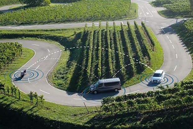 Carros e motos conversando entre si. Esta é a aposta da Bosch para diminuir o número de acidentes envolvendo motociclistas