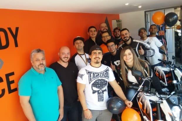 Alguns clientes prestigiaram a inauguração da Amaro Motos: casa cheia de amigos