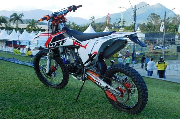 A MXF 250 RX, com motor de 4 tempos e 28 cv, foi apresentada pela marca durante o Bananalama 2017