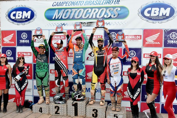 Carlos Campano venceu na soma das baterias e segue liderando o Brasileiro de Motocross