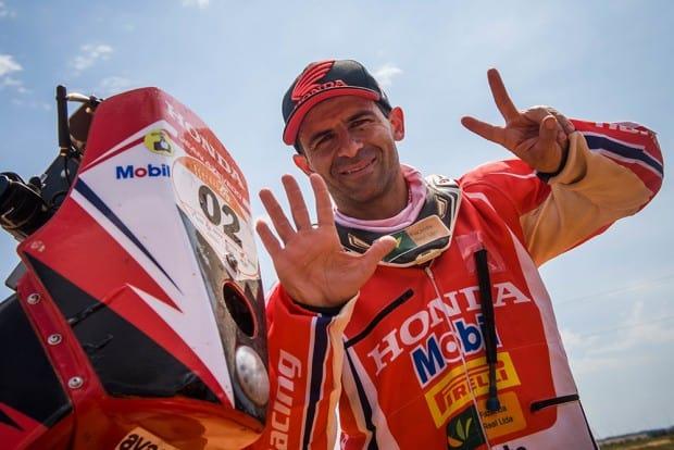 Jean Azevedo celebra o 7º título do Rally dos Sertões. O primeiro foi há mais de 20 anos
