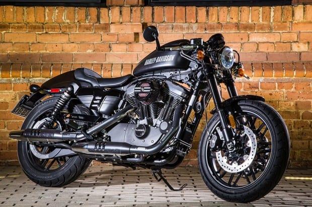 Harley-Davidson disponibiliza catálogo com mais de 35 mil itens para personalização de suas motocicletas, e dentre eles está o kit café racer empregado nesta Roadster