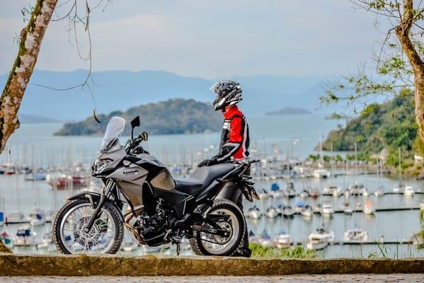 A Versys-X 300 tem uma proposta bem acertada em uso misto. Foto: Marcos M Carmona