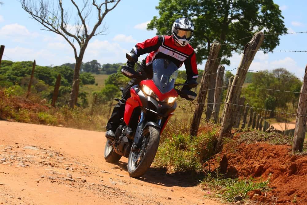 Multistrada 950 tem aptidão para o OFF ROAD Foto: Johanes Duarte