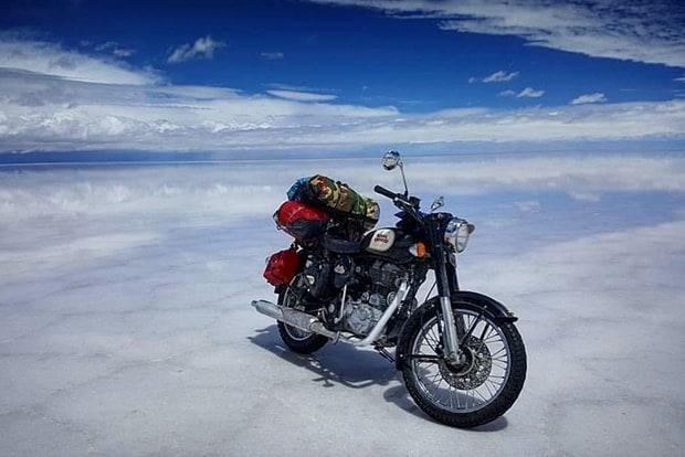 Um clique no Salar de Uyuni. Moto encarou mais de 25 mil quilômetros de estrada, incluindo vários trechos off road - e até passagem por rios e córregos