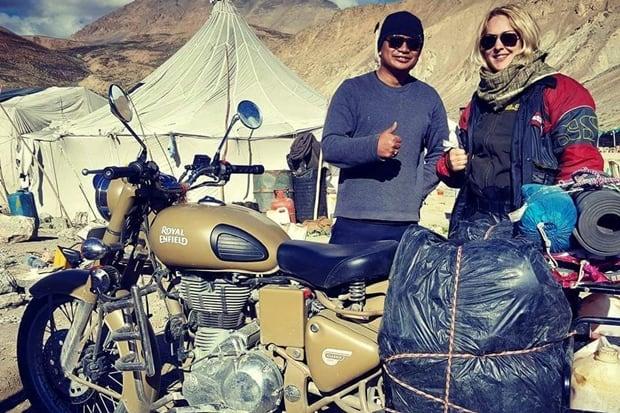 Simone Maria Richardt é uma motociclista que gosta (muito) de aventuras. No ano passado ela desbravou o Himalaia (foto) e, desta vez, encarou esmiuçar os cantos do nosso continente. Para isso, optou pela companheira Royal Enfield Classic 500