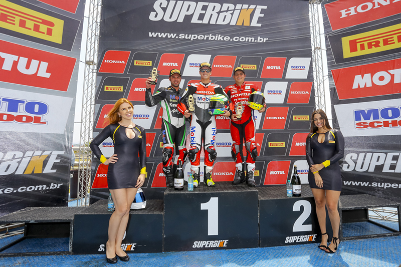Nas duas corridas, o mesmo pódio: Wesley Gutierrez (Kawasaki) em terceiro, Granado (Honda) em primeiro e Barros (Honda) com o segundo lugar