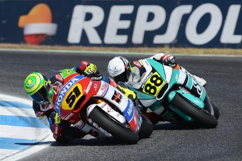 Granado na frente perseguido por Cardús, cena frequente nesta temporada do Europeu de Motovelocidade