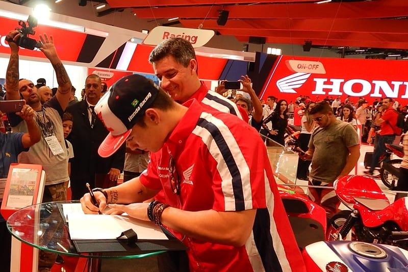 Eric Granado assina o contrato com a Honda: empurrão que faltava
