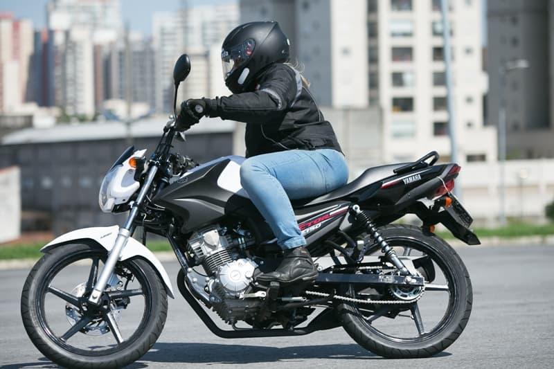Uma pegada mais esportiva para as pequenas motos urbanas