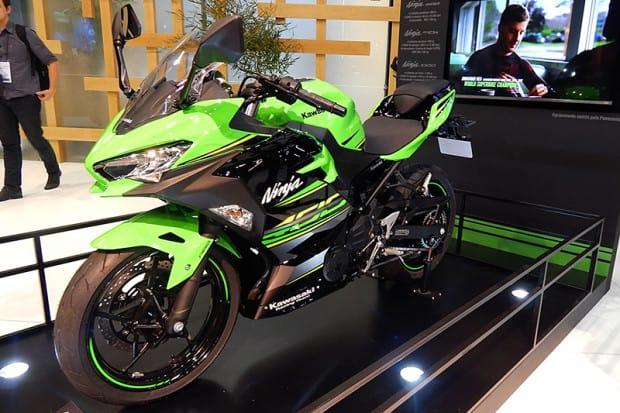 Com estética baseada nas grandes esportivas da marca, as Ninja ZX-10R e H2, Ninja 400 foi sensação em salões no ano passado, inclusive aqui no Brasil