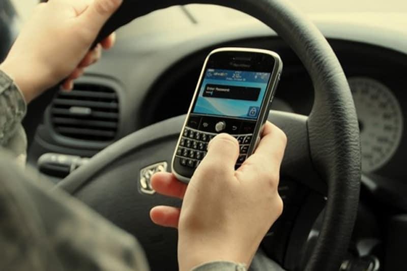 Pesquisa ouviu motoristas de todas as regiões e comprovou que mais da metade dos brasileiros combina celular e volante