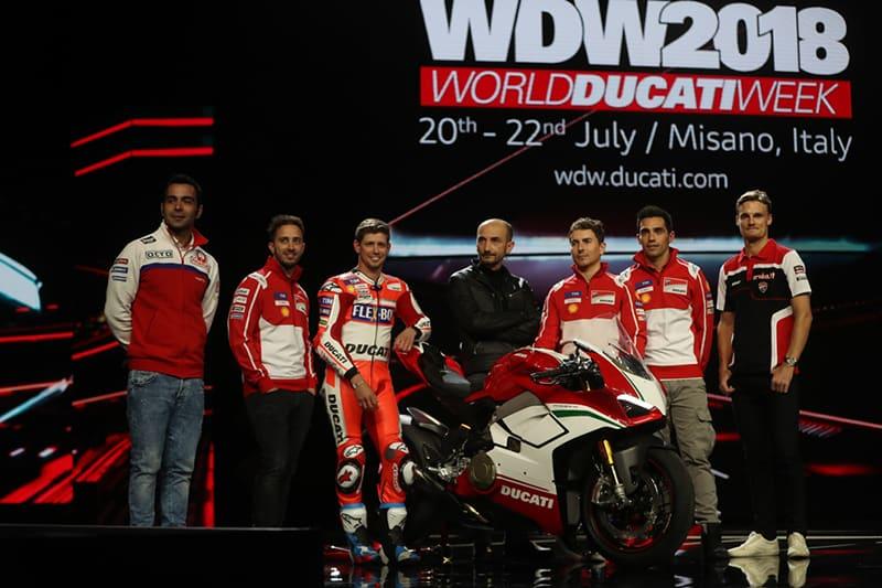 Ducati levou todo seu esquadrão ao lançamento da Panigale V4. Dovizioso, Stoner e Lorenzo ao lado da moto que deriva do protótipo de MotoGP