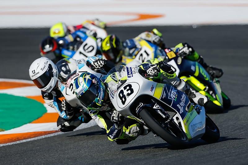 Piloto brasileiro também está disputando o Red Bull Rookies Cup, a categoria escola do Mundial de Motovelocidade - MotoGP