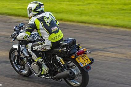 Muitos detalhes foram revelados sobre o motor e poucos a respeito da motos que ele irá equipar. Em tese, serão uma cafe racer (foto) e uma street, mas lançamento oficial será no EICMA, nesta semana