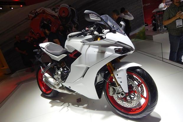 Modelo foi sensação no stand da Ducati no Salão Duas Rodas 2017, em novembro passado (foto). Porém, por enquanto, a Supersport S estará disponível aqui apenas na cor vermelha