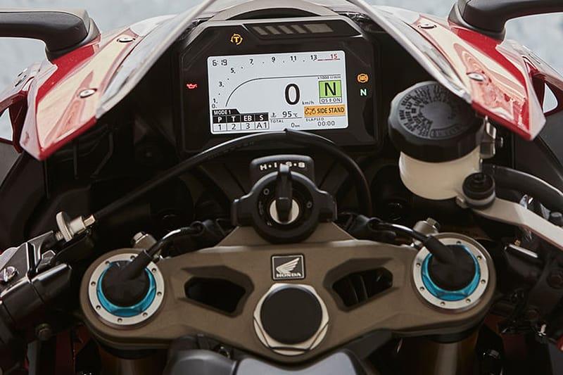 Painel totalmente digital com setups personalizáveis. Na versão SP, é possível configurar os seis níveis pelo próprio painel, que também gerencia os cinco modos de pilotagem ou 9 níveis de controle de tração