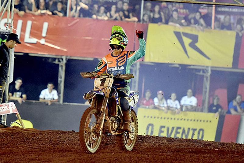Mais do que muito braço, foi preciso ter a melhor estratégia. Jean Ramos é bicampeão do Arena Cross. Foto: Tiago Lopes/Yamaha Geração