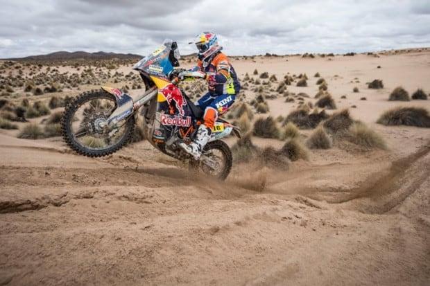 O Dakar e suas paisagens impressionantes. Este é Matthias Walkner, que levou a KTM ao seu 17º título consecutivo, em 2018