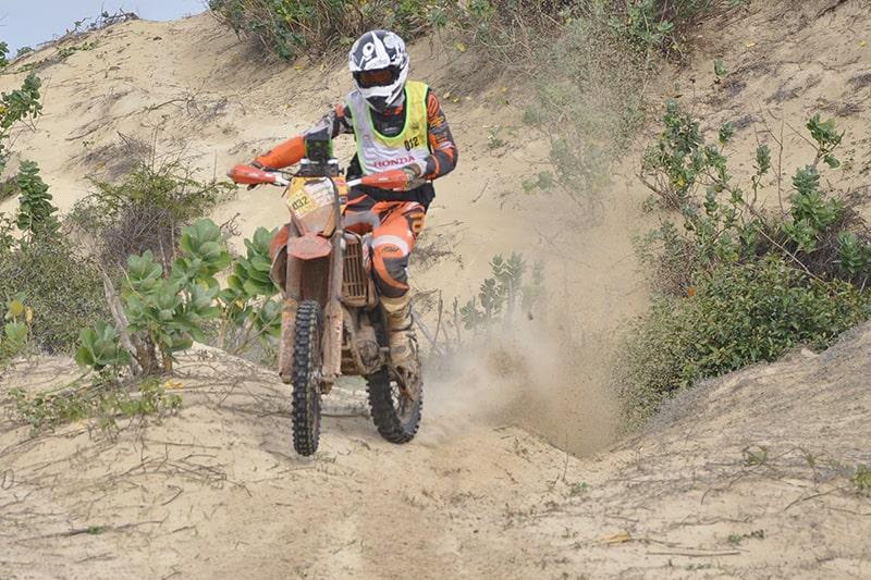 Rally teve quatro dias de provas e reuniu quase 400 participantes. Nas motos, piloto encararam subidas e descidas de serras, estradas abandonadas, piso de areia e pedras